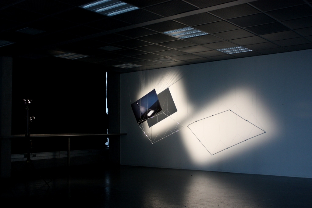 The Noise From Ceiling(装置全景Light-installation, 2012)